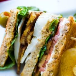 One picnic basket, one club sandwich with tempeh bacon, two people: priceless.