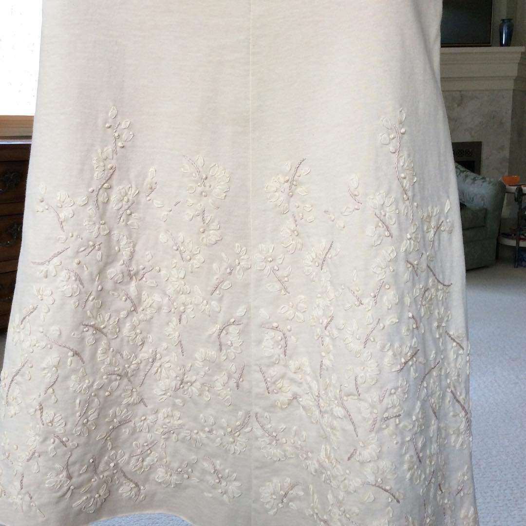 My Alabama Chanin climbing daisy skirt is finished and I love how it ...