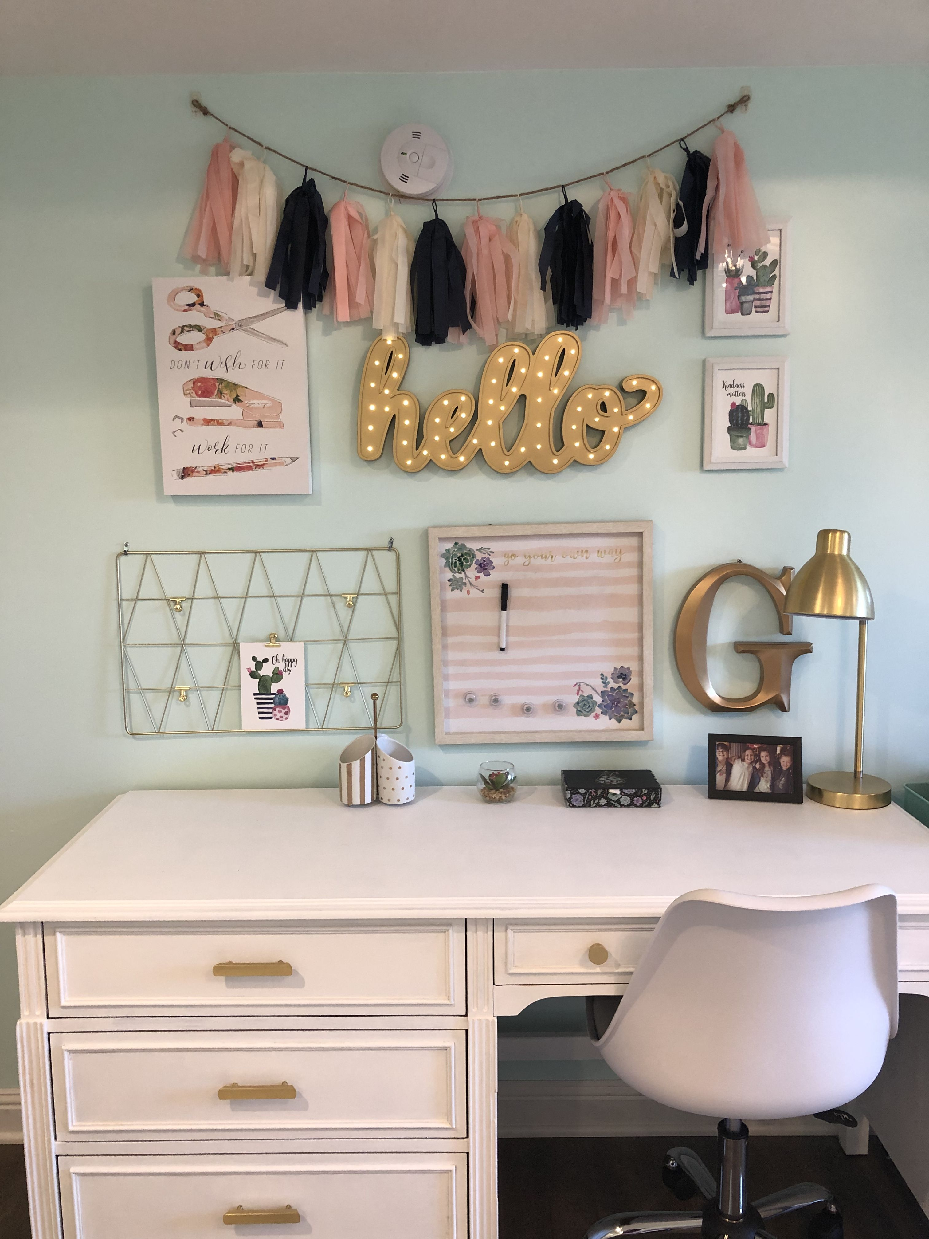 She Loves This Work Desk Setup It Is Perfect Except For The Pompoms Colors Work As Well In 2020 Desk For Girls Room Tween Girl Bedroom Tween Girls Room
