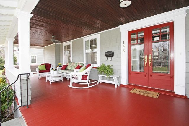 I Want Bright Red Gloss Enamel Front Doors And Maybe Porch Floor But No Other Red Inside Or Outside Of The House Porch Flooring Country Porch Porch Colors