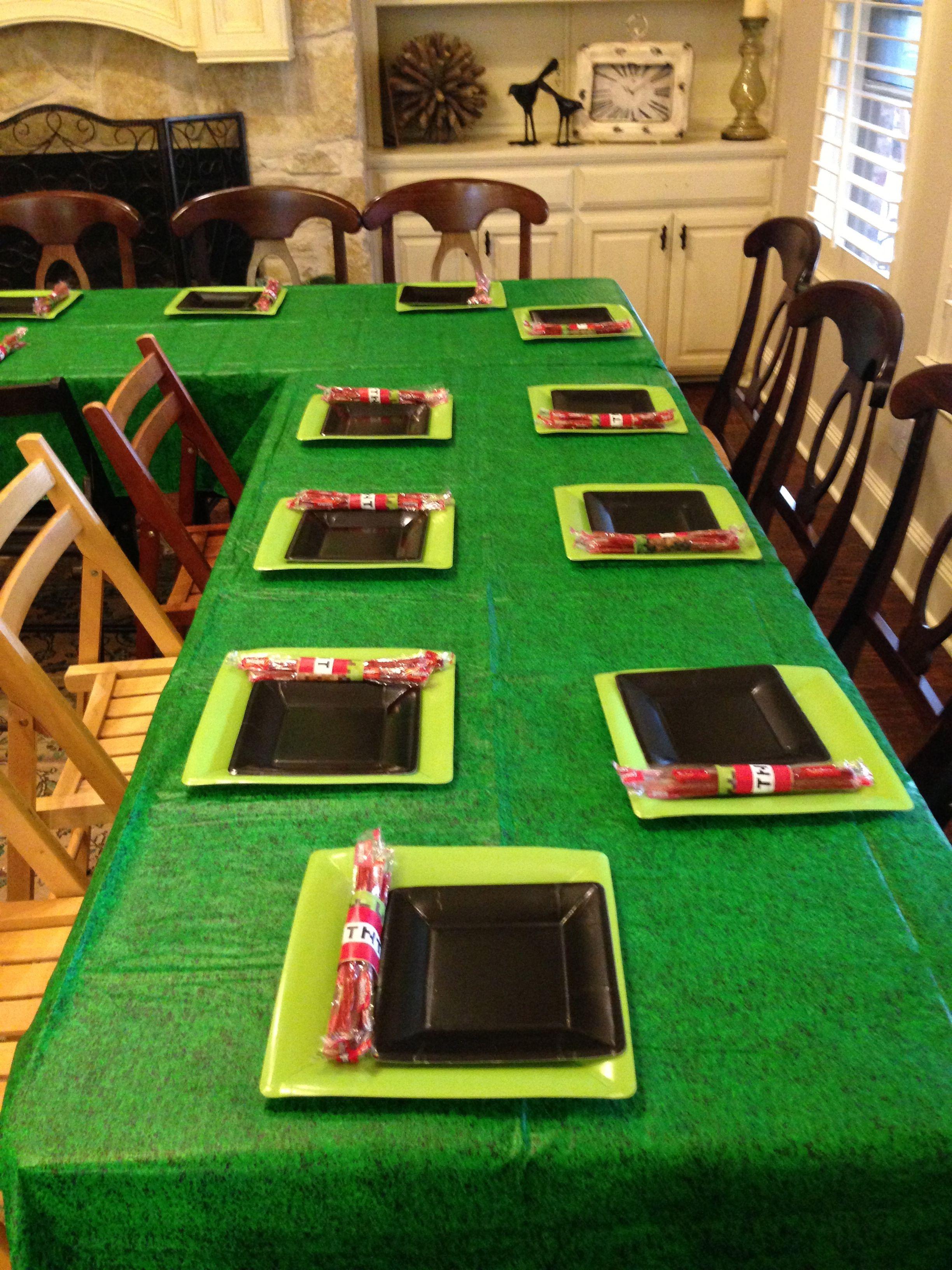 Minecraft table setting #Minecraft #birthday #party #tween ...