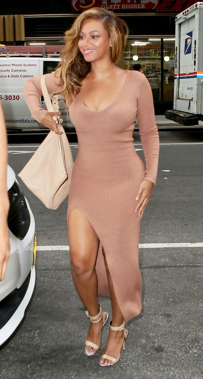 Beyonce Wears A Sweater Dress On A Hot Summer Day Fashion Beyonce Style Maxi Dress With Sleeves [ 1277 x 684 Pixel ]