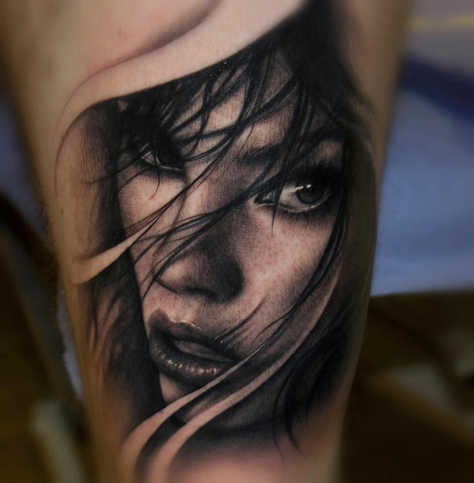 Female Face Hand Tattoo Done By Akostattoo Female Tattoo Hand Tattoos Tattoos