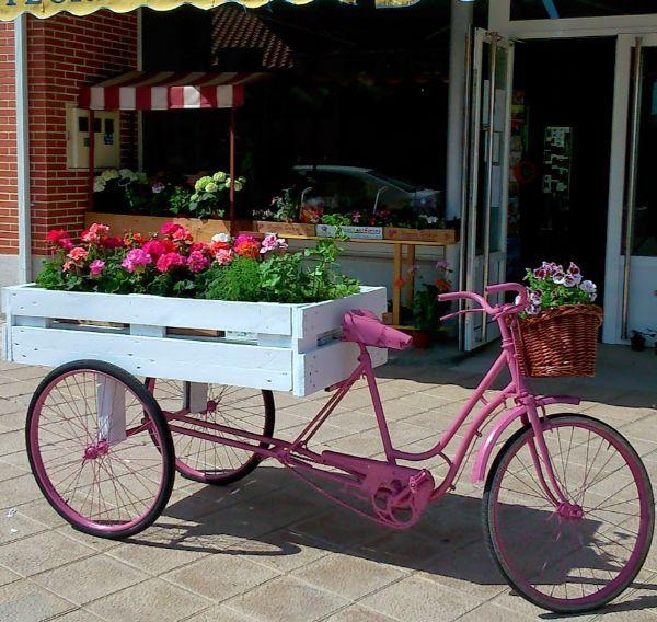 Bicicleta triciclo de jard n el carrito de las flores for Guardar bicicletas en el jardin