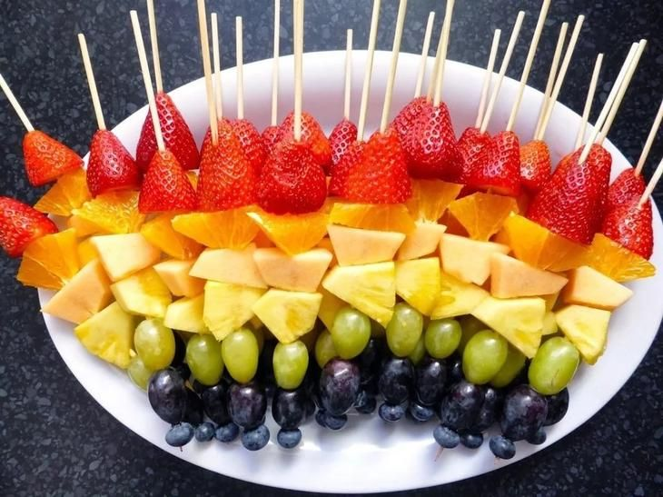 украшать нарезка фруктов на праздничный стол фото левым плечом держал