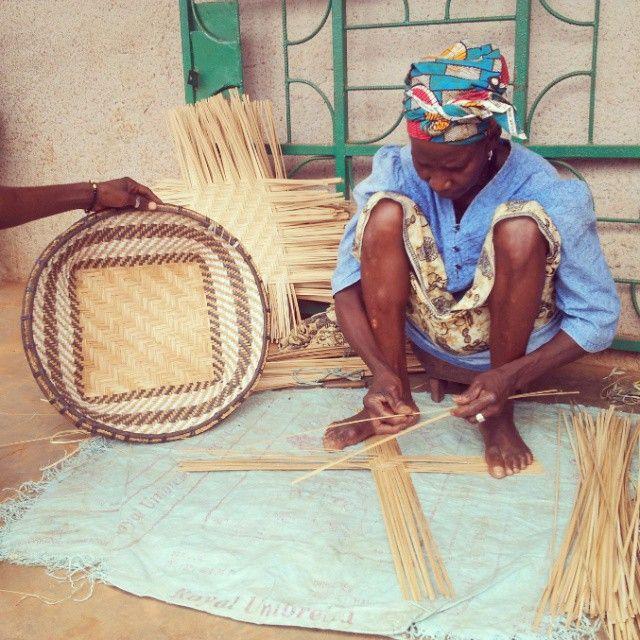 Basket artisan and vendor @ Canchungo (Guinea-Bissau)