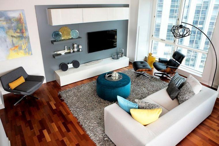 Pareti colorate soggiorno di grigio e bianco con quadri mobile