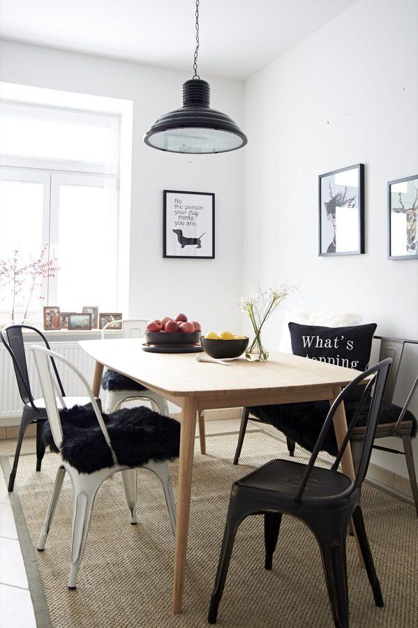 Man nehme helles Holz und cooles Metall, mische es mit Schwarz - teppich für küche