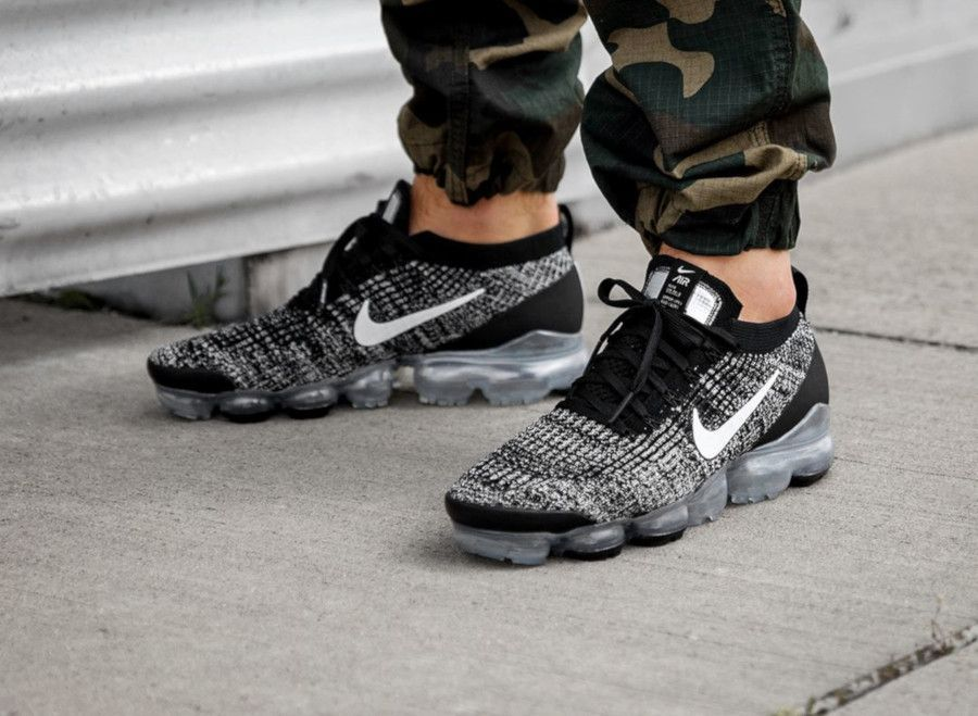 The Nike Air Vapormax Flyknit 3 Oreo Are Available Now For Just 119 98 With Free Shipping Sneakers Men Fashion Mens Nike Shoes Nike Air