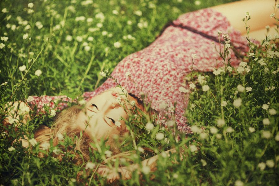 Lovely picture, girl laying in field (With images) | Lay ...