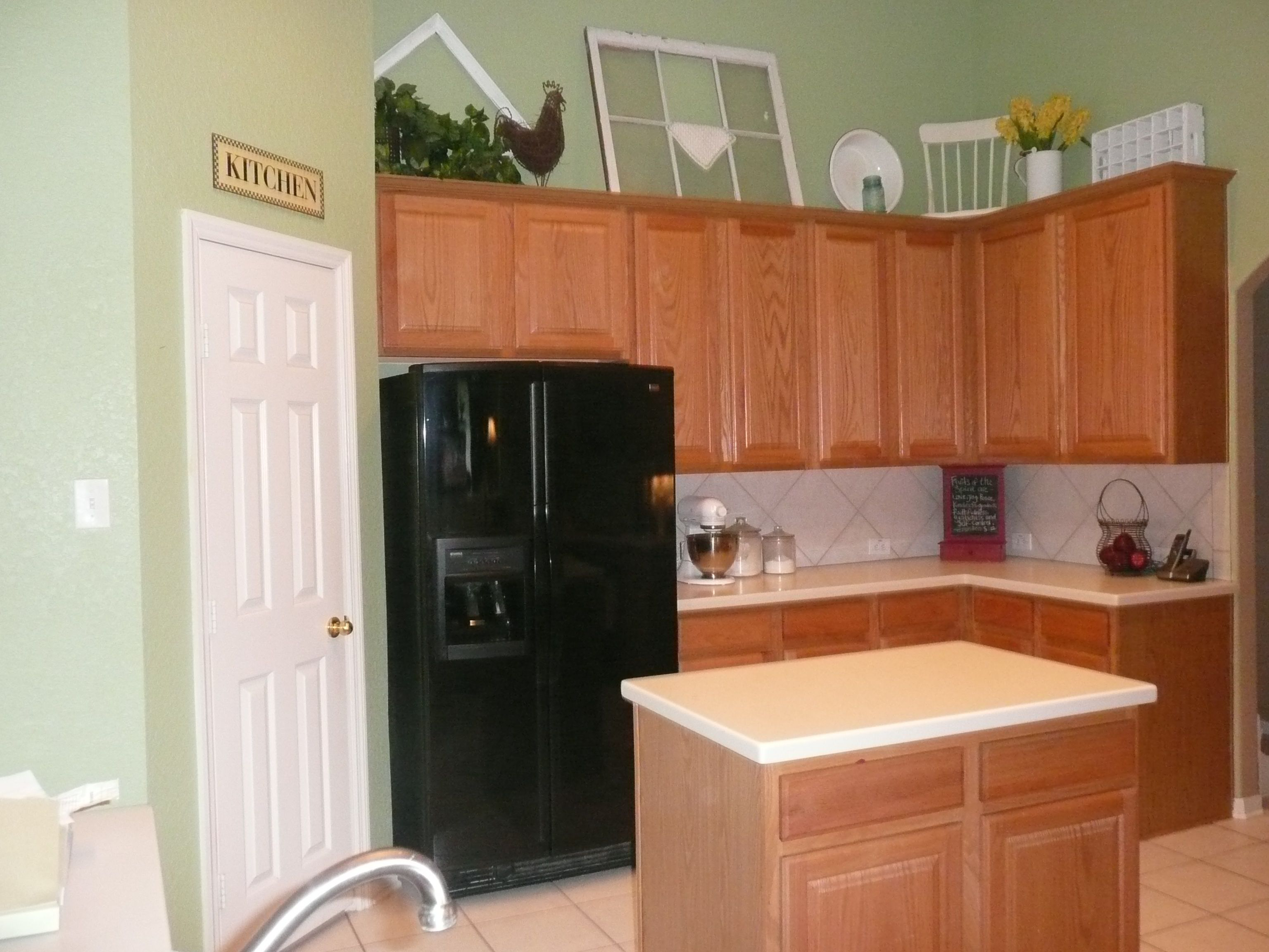 Red Kitchen Wall Colors. Kitchen: Kitchen Paint Colors With Oak Cabinets  Well As Door