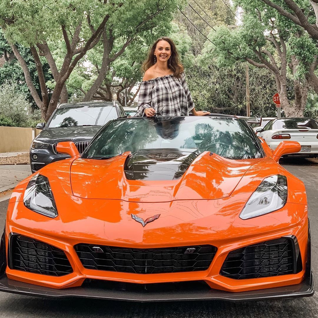 Not Only Is The Chevrolet Corvette Zr1 Gorgeous It S The Most Powerful Loudest Meanest Corvette Yet 8 Speed Auto Corvette Zr1 Chevrolet Corvette Chevrolet