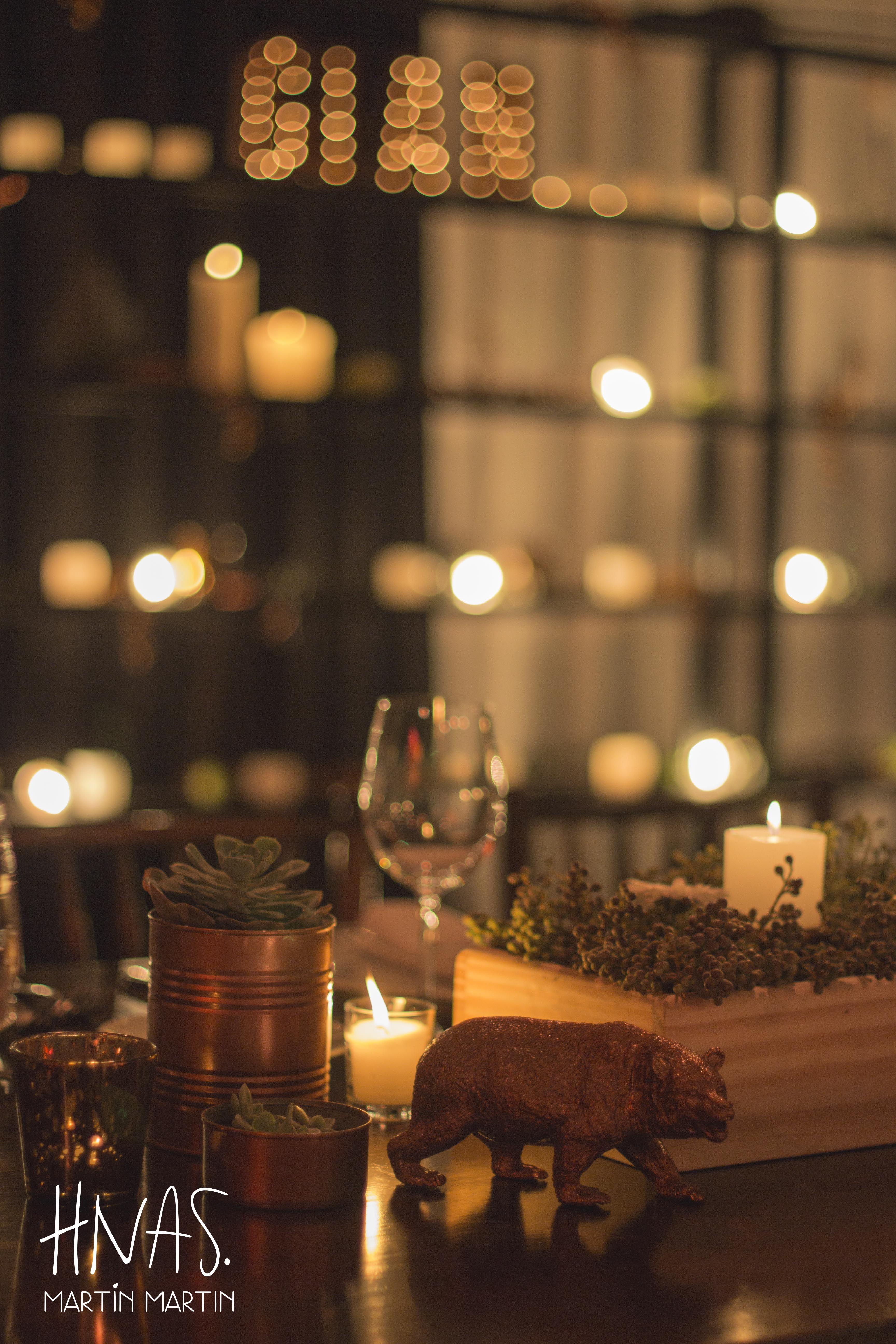 bar mitzvah, ambientación, cumpleaños de varón, celebración judía, decor, birthday boy, Jewish celebration, guirnalda de luces luces, mesa principal, mesa de madera, wood table