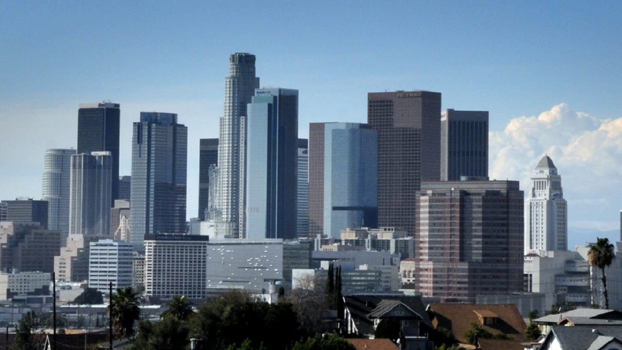 Los Angeles Did Not Reach 70 Degrees In February For First Time In At Least 132 Years Report Downtown Los Angeles Los Angeles San Francisco Skyline
