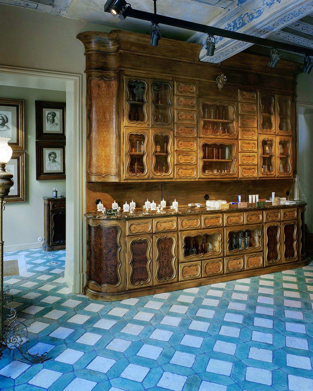 HOME & GARDEN: L'officine Universelle Buly : une maison de beauté au charme suranné