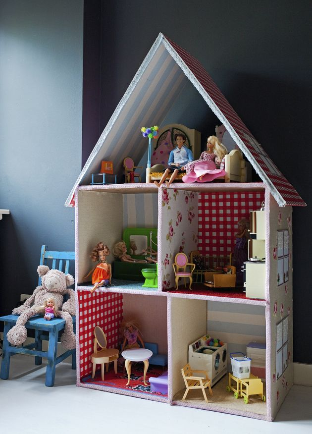 Poppenhuis barbie pinterest poppenhuizen barbiehuis for Meubels poppenhuis
