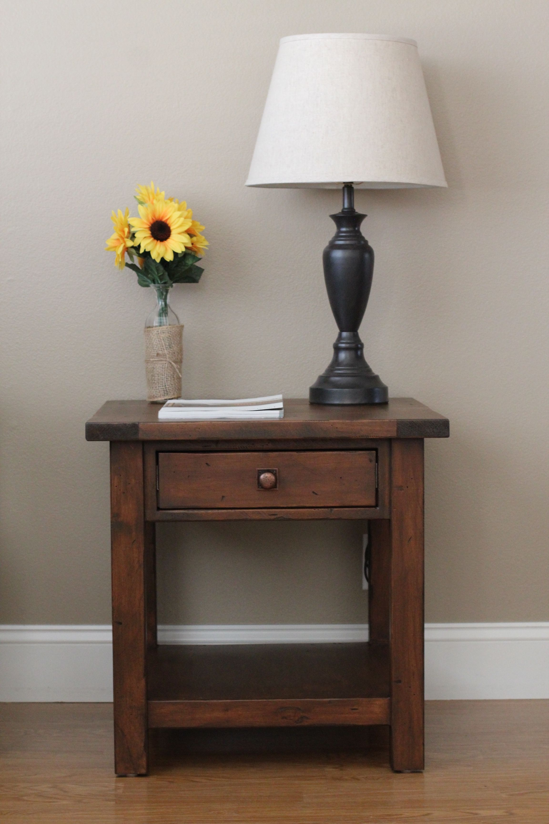 Beautiful Diy 2x4 End Table So Pretty Diy Furniture Projects Decor Furniture