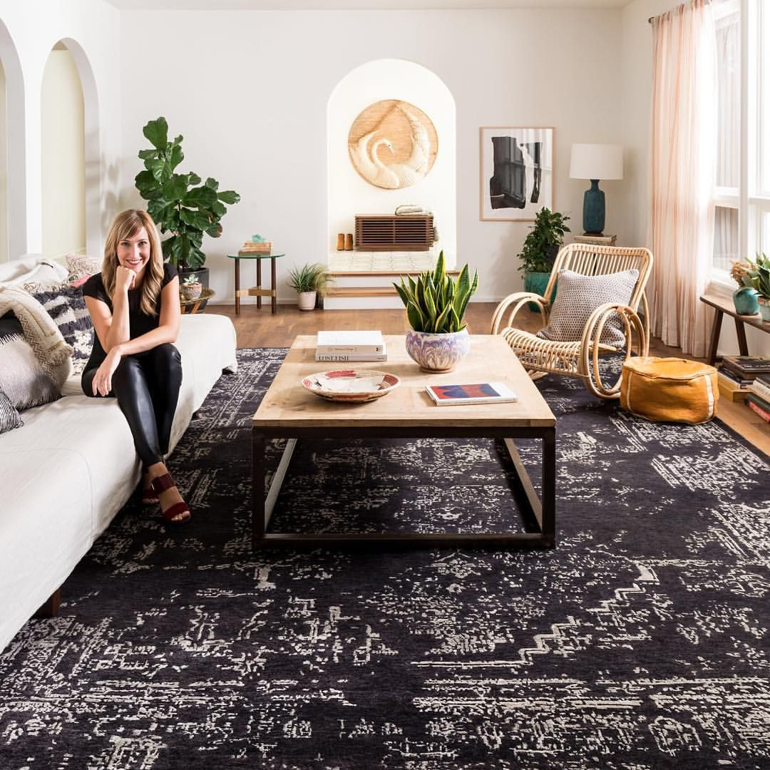 Loloi Rugs On Instagram Our Living Room S Walnut Floors Are Lovely But The Elsa In Charcoal Convinced Me A Lar Flat Decor Beautiful Living Rooms Elle Decor
