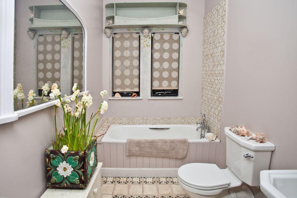 Dekoracja Lazienki Jakie Kwiaty Doniczkowe Wybrac Do Lazienki Bathroom Decor Restroom Decor Bathroom