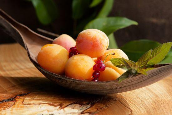 Küchenbilder fresh apricots on tabel print aprikose aprikosen frucht