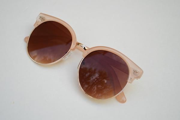 Round Half Frame Vintage Sunglasses Unisex .100% UV protection.Your Choice of available Colors Black w/ Gold AccentsBlush w/ Gold AccentsBrown w/ Gold AccentsBlack w/ Tinted Frames & Gold AccentsThis item is 5 and a quarter from side to sideAnd 2 and one fourth inches in diameter in lense Each sunglasses once purchased will be packed with most care. Shipping in the U.S.A takes 5-7 days depending where you live.For International 10-30 days also depending on your country policies.