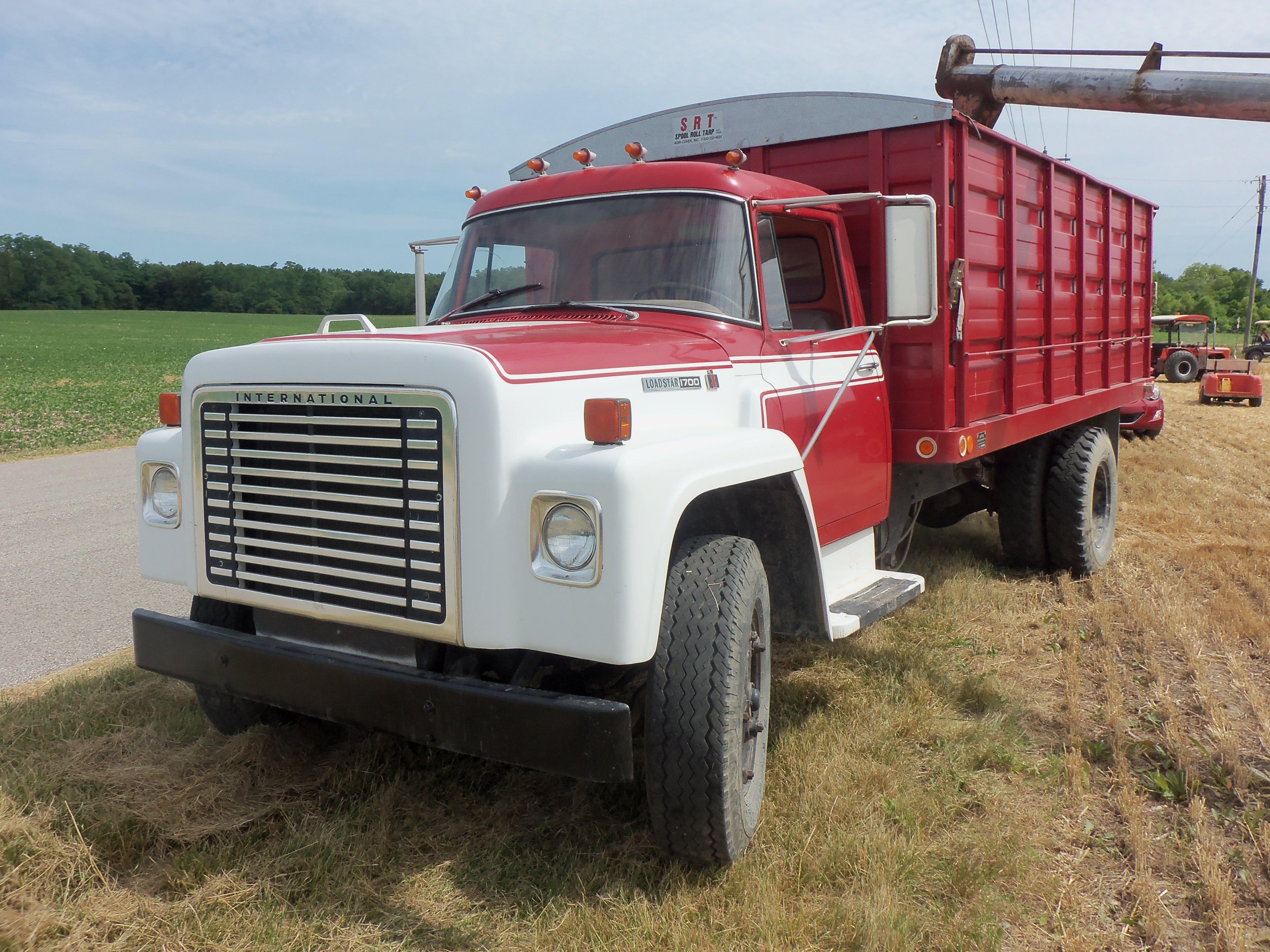International Harvester Loadstar 1700 grain truck Farm Trucks, Big Trucks,  Semi Trucks, Cool