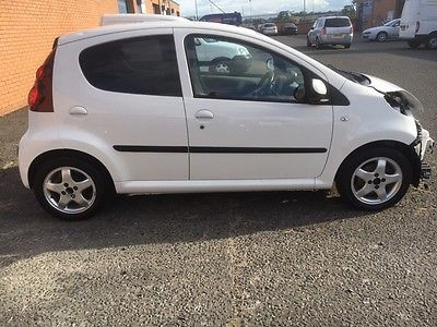 2014 peugeot 107 1.0 allure white cat d, accident damaged, salvage