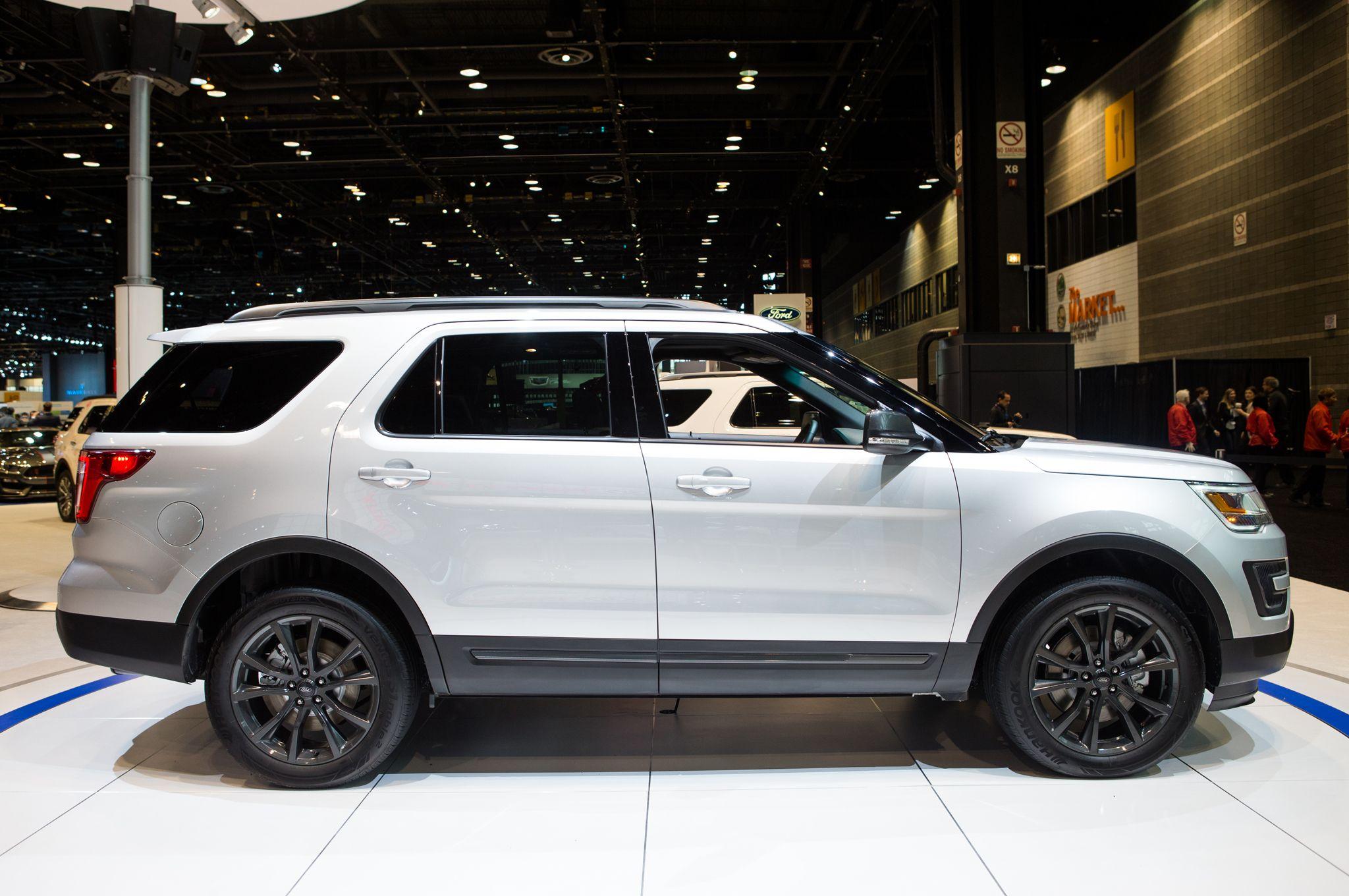 2017 Ford Explorer Xlt Sport Earance Package Side
