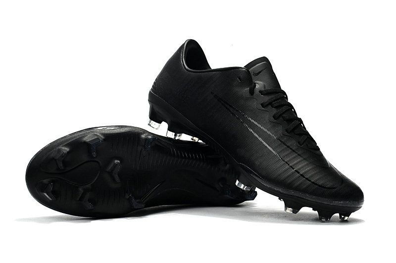 The All Black Nike Mercurial Vapor Xi Firm Ground Soccer Cleat Delivers High Speed Control And Lightweight Explosiv Nike Cleats Soccer Boots Soccer Cleats Nike