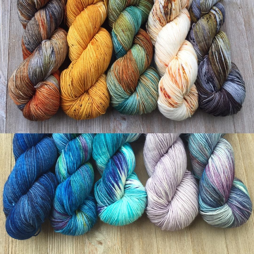 130 отметок «Нравится», 2 комментариев — Savvy Skeins (@savvyskeins) в Instagram: «Need ideas for your Joji Mystery Wrap? Here are some kits available from Savvy Skeins!…»