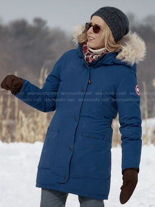 Elizabeth's blue parka with fur trim hood on Madam Secretary ...