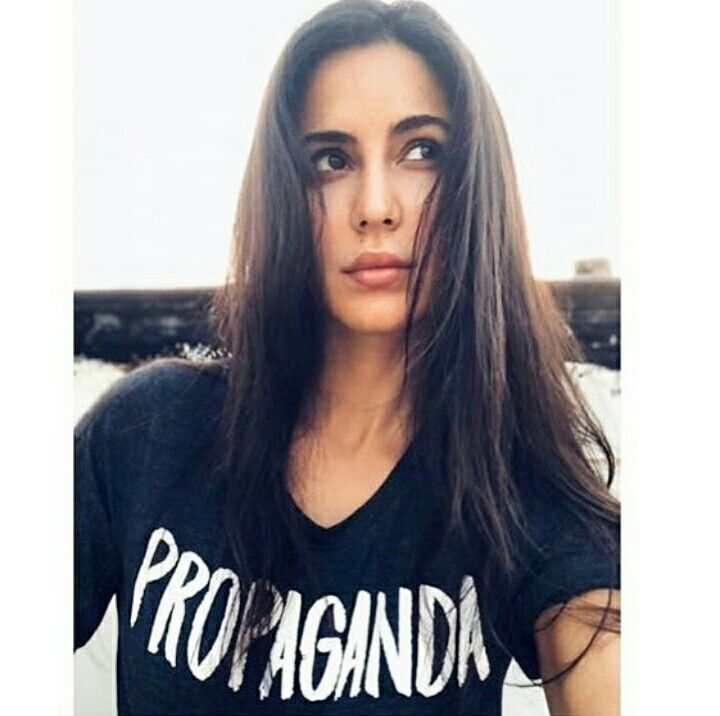 Katrina kaif all cutesy in her latest picture ...