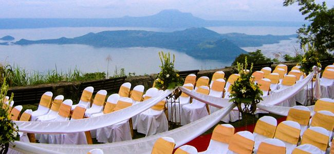 Garden wedding in the sky at josephine restaurant garden for Tagaytay wedding venue