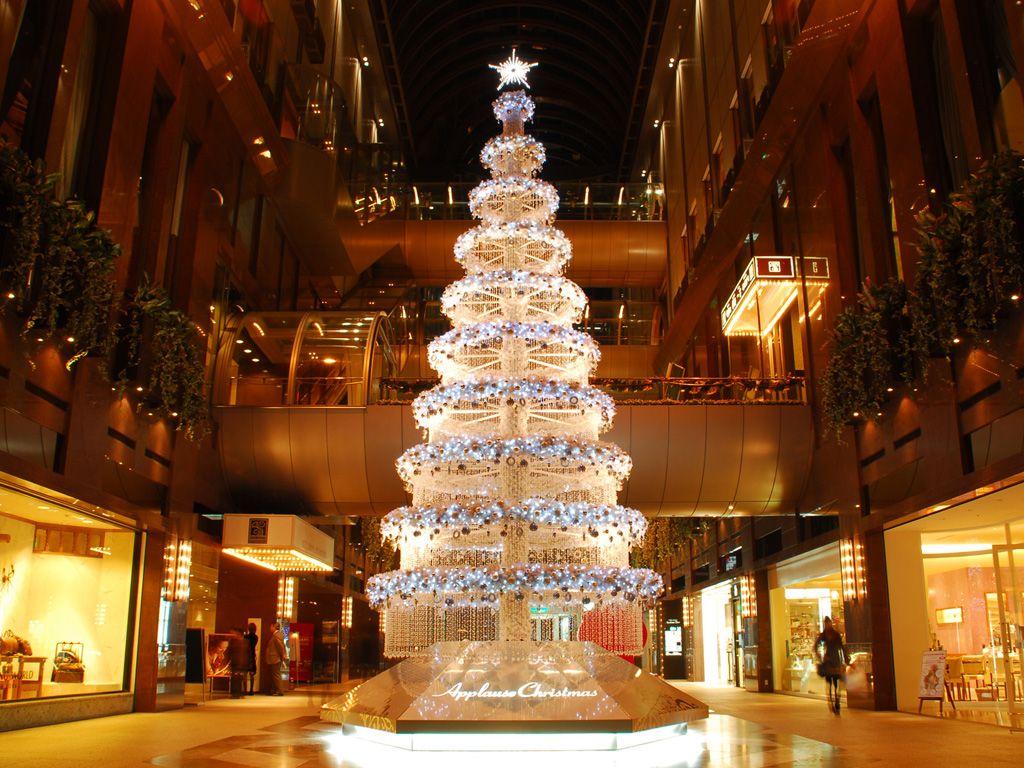 Christmas In Japan Christmas Holiday Decor Holiday
