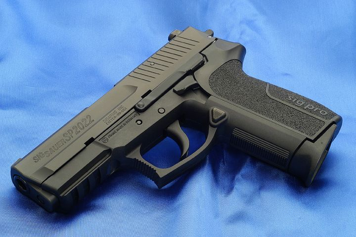 2012 Sig Sauer 2022 - 9 mm in tactical black.