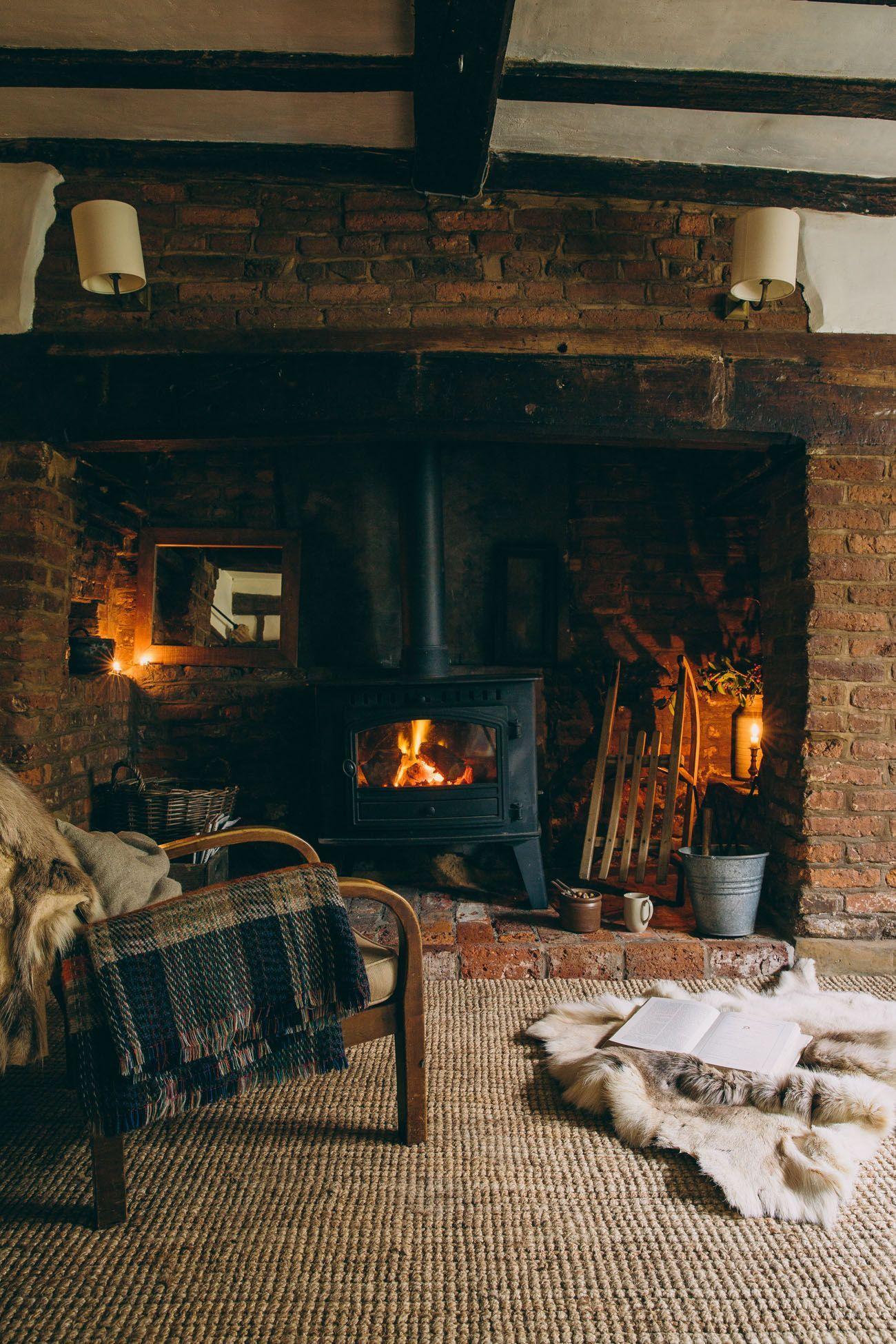 Das Herz Des Hauses Kalte Gemutliche Nachte Am Feuer Wo Nichts Als Eine Decke Rustic Home Design Rustic House Rustic Cottage Decor
