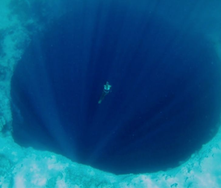 Remarkable A hole at the bottom of the sea share