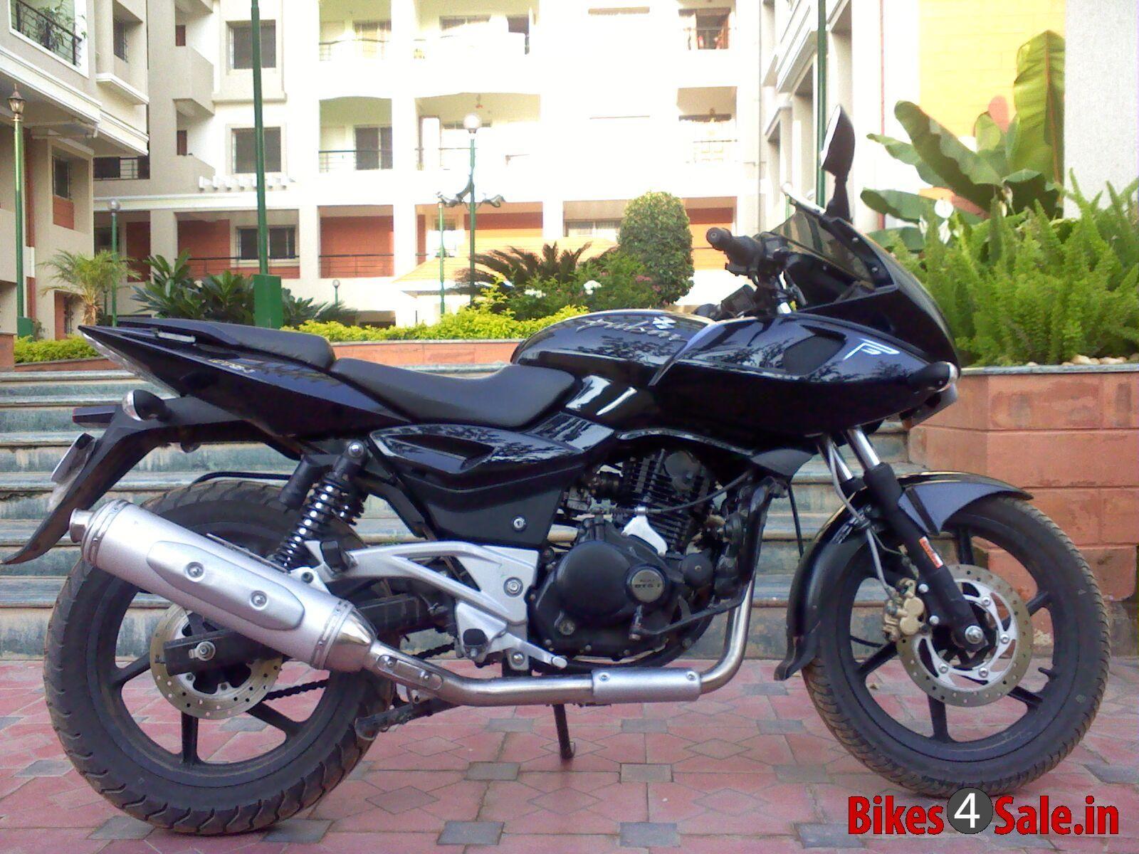 black bajaj pulsar 220 dtsi picture 1. album id is 34834. bike