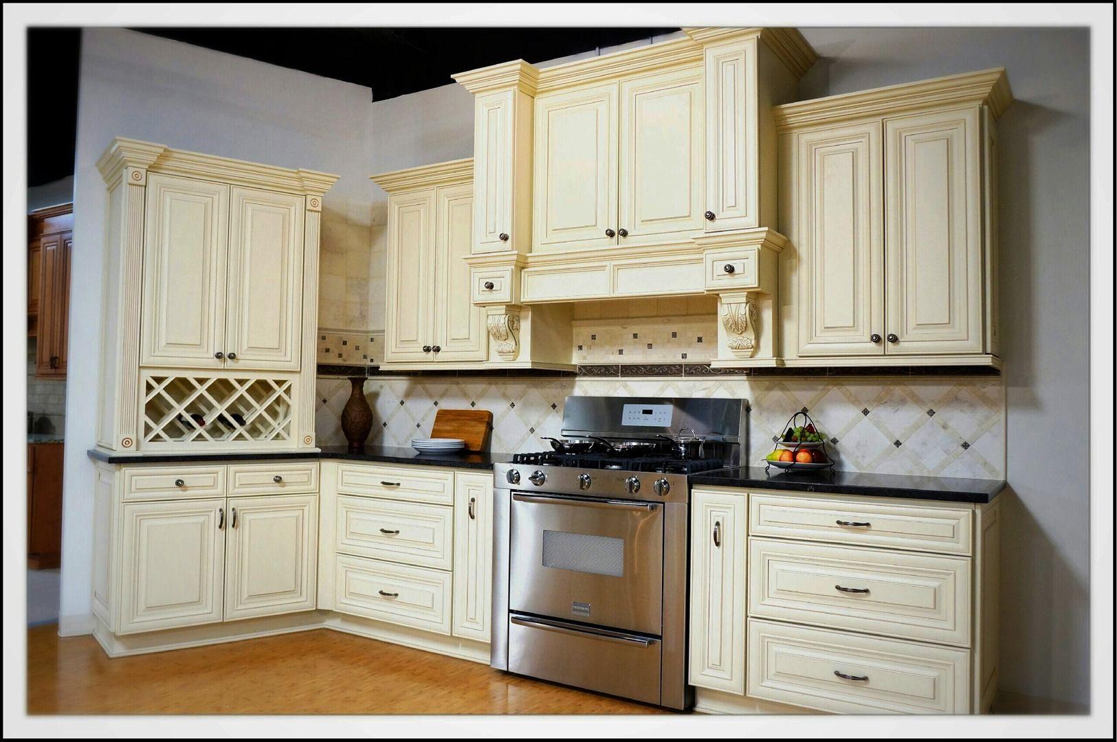 Cream Maple Glazed Kitchen Cabinets Pre Manufactured Cabinets