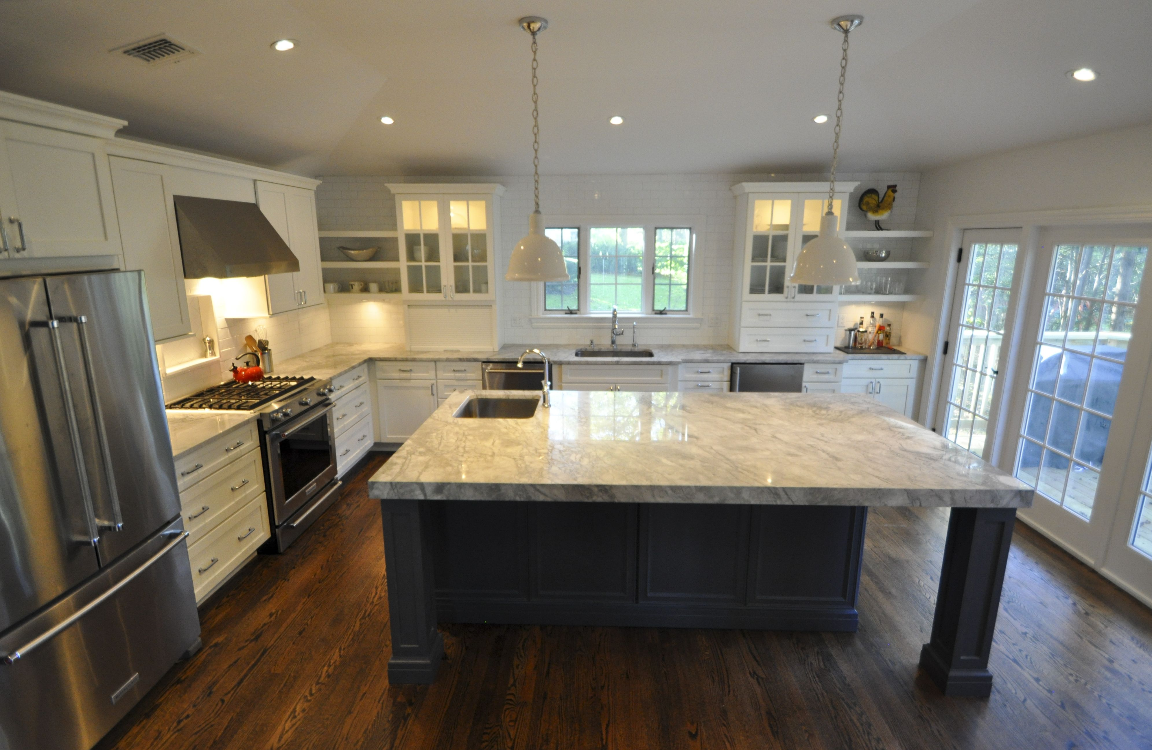 Highly Functional Layout Great For Entertaining With 2 Sinks Bar Area Beverage Fridge 3 Thick Kitchen Construction Luxury Kitchen Design Kitchen Remodel