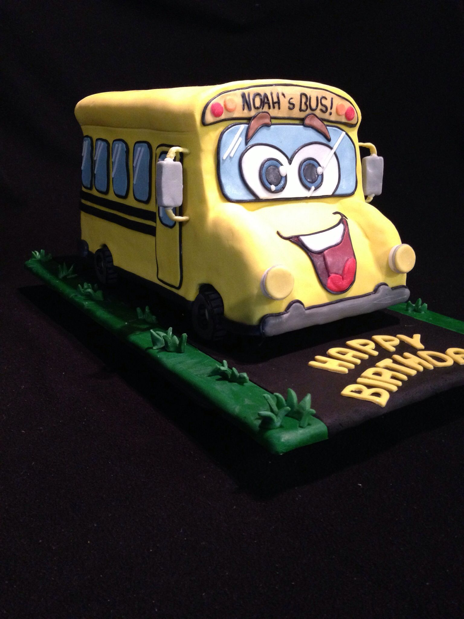 """""""Wheels on the bus"""" cake profile, pic 2"""