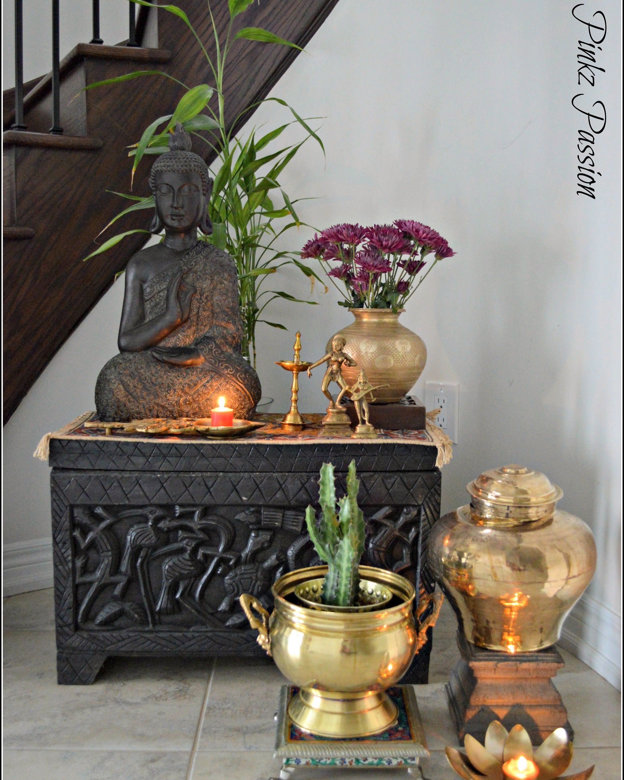 Nice foyer presentation brass artifacts brass for Foyer design ideas india