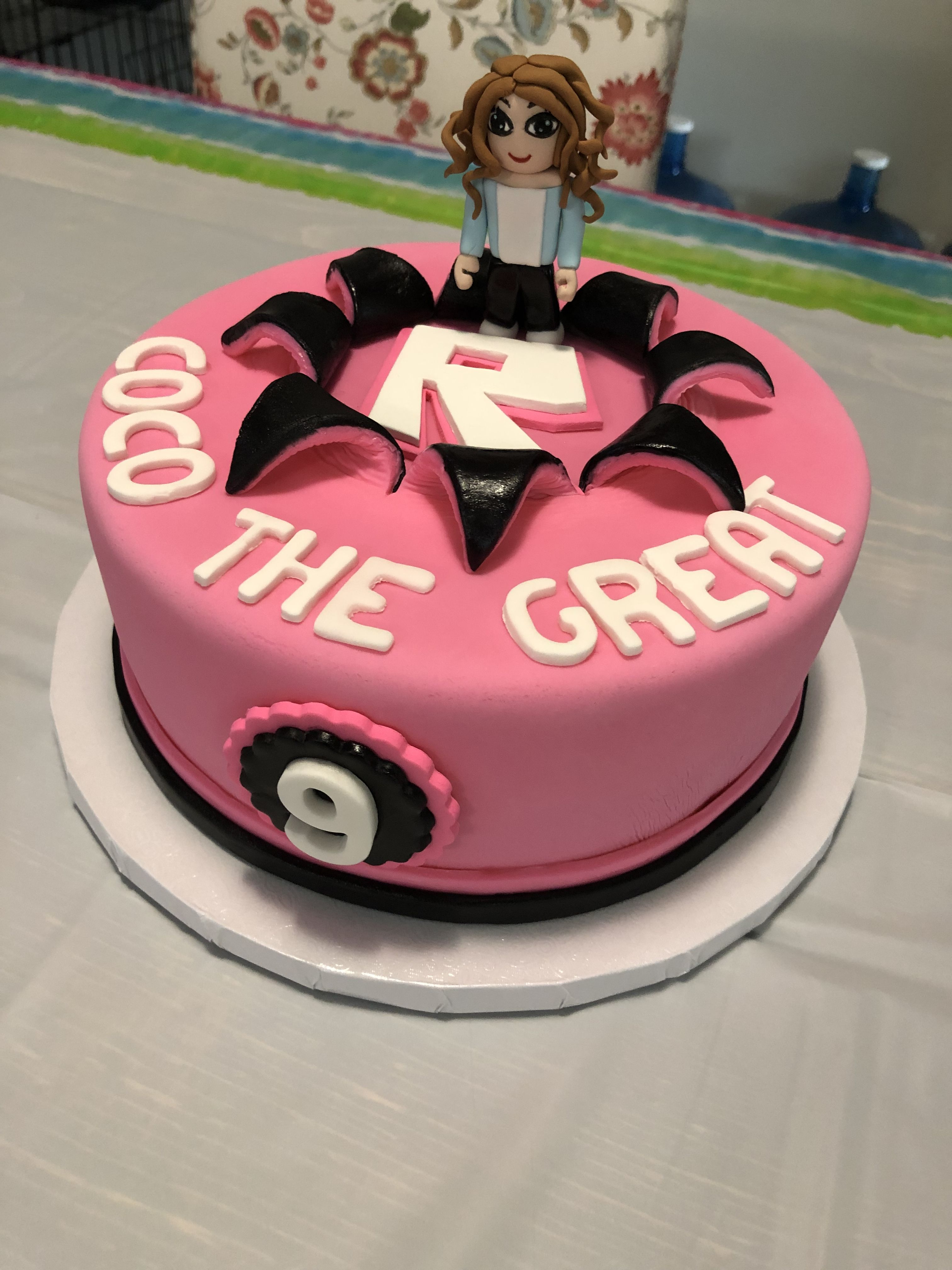 Roblox Cake For A Girl Roblox Cake Roblox Birthday Cake