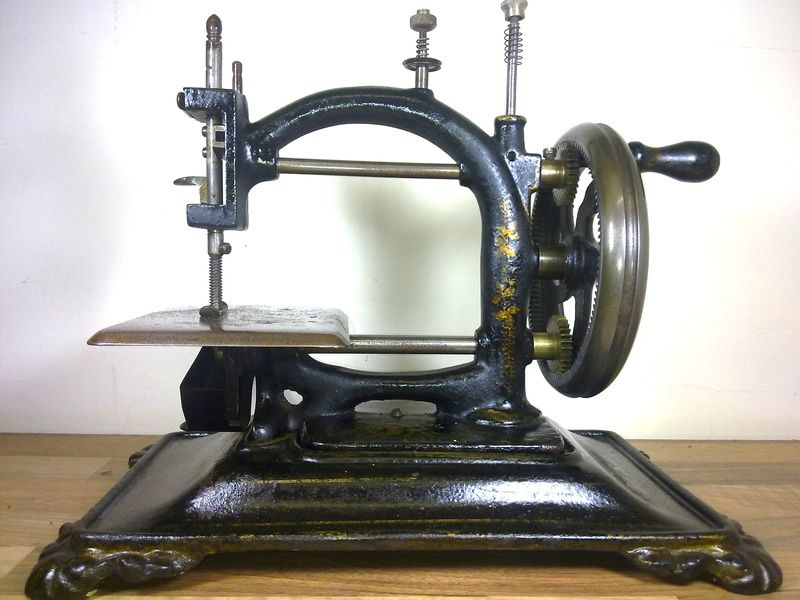 ANTIQUE ORIGINAL EXPRESS HAND SEWING MACHINE Fantastic Piece Of Impressive Original Sewing Machine