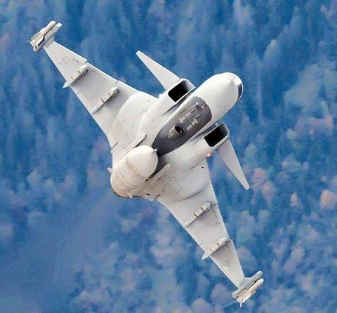 Saab Jas 39 Gripen Multirole Fighter Aircraft The Saab Jas 39 Gripen Is A Light Single Engine Multirole Fighter Ai Fighter Planes Fighter Jets Fighter Aircraft