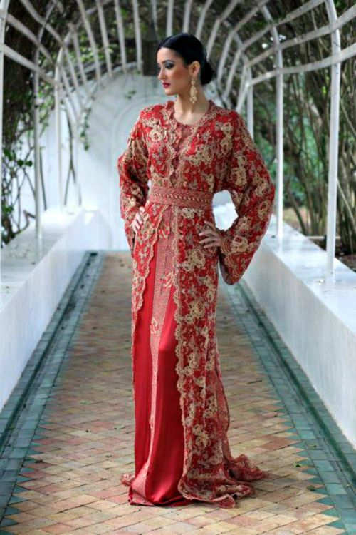 This red Takchita makes me want to be Moroccan ;-) (help me out guys!!)
