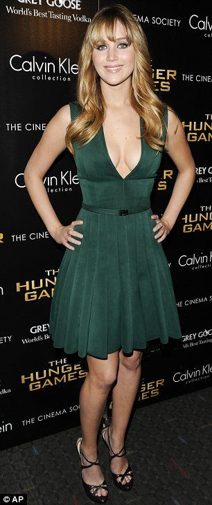 5f4d93f9dbfb Jennifer Lawrence  Classic green dress with a sexy flair. I love her style!