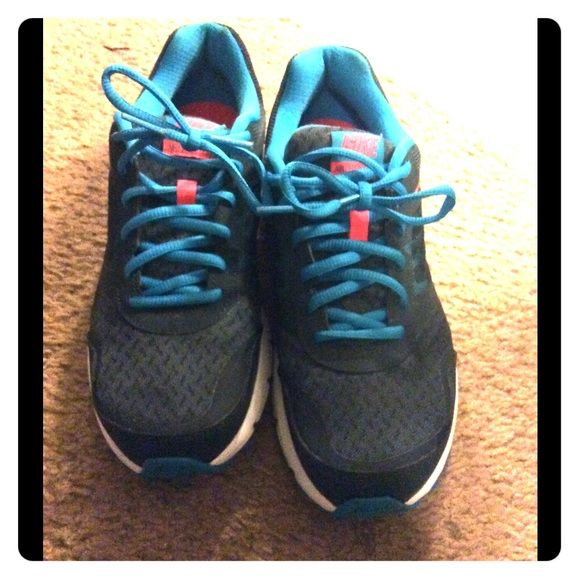 Women's Nike running shoes Cute running shoes. Only worn a handful of times, still in good condition. Really comfortable. Nike Shoes Athletic Shoes