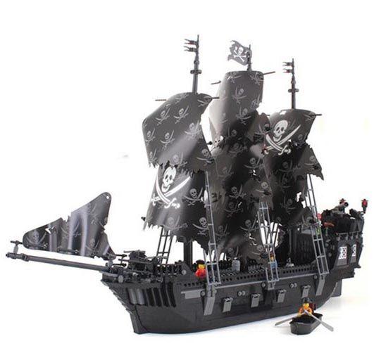 deploys building block sets compatible ship pirates king