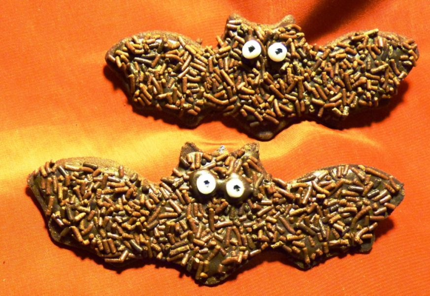 chocolate bat biscuits for halloween batman baking ideas